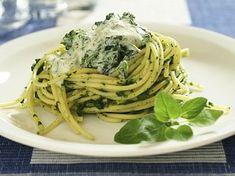 Těstoviny se špenátem a kuřecím masem Spaghetti, Food And Drink, Ethnic Recipes, Inspiration, Italy, Red Peppers, Biblical Inspiration, Noodle, Inspirational