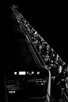 Train station in rush hour, Tokyo, Japan Photo Black, Black White Photos, Black And White Photography, Street Photography, Art Photography, Travel Photography, Monochromatic Art, Monochrome, Nocturne