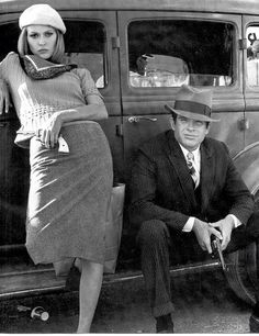 Faye Dunaway and Warren Beatty as Bonnie and Clyde. Dorothy Faye Dunaway (born January is an American actress. Henry Warren Beatty (born March is an American actor, producer, screenwriter and director. Bonnie Clyde, Bonnie Parker, Faye Dunaway, Warren Beatty, Steve Mcqueen, Vintage Hollywood, Classic Hollywood, Hollywood Style, Vintage Movies