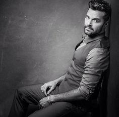 Your Daily Dose of Ricky Martin Spanish Eyes, Rick Y, Go To New York, Myrna Loy, Men Photography, Man Photo, Guys And Girls, Boys, Beard Styles