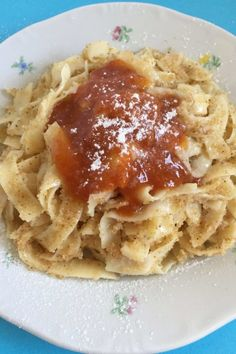 Pasta topped with semolina and apricot jam (Hungarian grízes tészta) is an unusual sweet main dish, we normally serve it after a one-pot soup. Hungarian Desserts, Hungarian Cuisine, Hungarian Recipes, Hungarian Food, European Cuisine, Milk Pudding Recipe, Pudding Recipes, Bread Recipes, Dessert Recipes