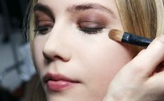 Want the tricks professional makeup artists use without going to makeup school yourself? We went to a makeup academy and got the goods — see our cheat sheet now Best Makeup Tutorials, Makeup Tutorial For Beginners, Best Makeup Products, Makeup Tips, Beauty Makeup, Beauty Tips, Beauty Secrets, Diy Beauty, Beauty Products