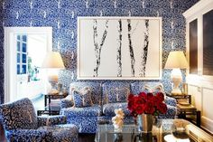 COCOCOZY: TORY BURCH V. THOM FILICIA - BLUE FAMILY ROOM FACE OFF - THIS OR THAT - Tory Burch Family Room with Clarence House blue tree fabric walls and sofa!  Love! Blue Family Rooms, Blue Rooms, White Rooms, Mug Design, Design Blog, Design Art, Study Design, Tory Burch, Inspiration Design