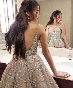 Custom Dresses inspired by Haute Couture Designer Evening Fashion – Wedding Gown Elegant Dresses, Pretty Dresses, Beautiful Dresses, Formal Dresses, Prom Outfits, Homecoming Dresses, V Neck Prom Dresses, Prom Party Dresses, Beaded Wedding Gowns