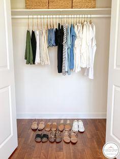 J Crew Style, My Style, Classy Yet Trendy, White Short Sleeve Shirt, Minimal Wardrobe, Chambray Top, Got The Look, Work Fashion, Capsule Wardrobe