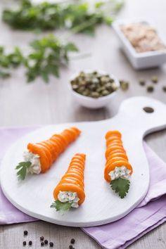 Carote di sfoglia ripiene: per un buffet o un antipasto pasquale, queste sono adattissime e divertenti!  [Puff pastry carrots]