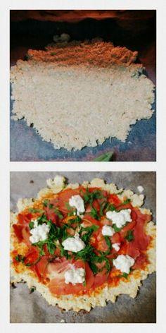 Pizza sin hridratos.  Masa: media coliflor rayada+una huevo +una clara+sal. Al horno diez-quince minutos. Luego cubrirla con los ingredientes q queramos, en mi caso tomate, jamón, requesón(cero grasa)  y rúcula.  Muy rica e hiiiipocalórica!