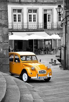 Citroen in mustard yellow! Citroen Ds, Brick Road, Vw T1 Samba, Color Splash, Color Pop, Splash Art, Foto Picture, Nice Picture, 2cv6