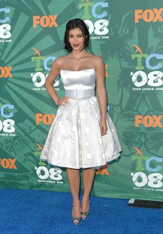Kim Kardashian attends the 10th Annual Teen Choice Awards, in Bradley Bayou (2008).