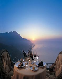 Look at this great view from Ravello on the Amalfi coast, Italy. You can also find amazing views at coastal towns like Positano, as well as Cinque Terre, Italy. Romantic Places, Beautiful Places, Romantic Italy, Amazing Places, Romantic Evening, Romantic Destinations, Romantic Dinners, Beautiful Scenery, Outdoors