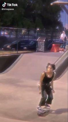 Skate Bord, Skate 3, Beginner Skateboard, Skateboard Videos, Skateboard Design, Skateboard Girl, Longboard Cruising, Badass Aesthetic, Skater Girls