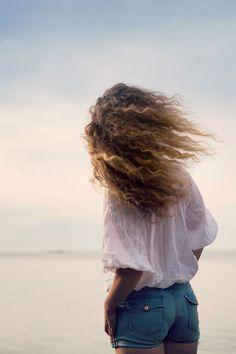 Anna tuulen viedä loputkin ajatukset ja työnnä varpaat hiekkaan.