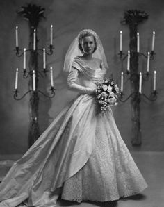Chic Vintage Bride - Catherine Murray married William H McManus in November 1948 in a gorgeous lace and taffeta Ceil Chapman wedding dress. Chic Vintage Brides, Vintage Wedding Photos, Vintage Bridal, Vintage Weddings, Country Weddings, Lace Weddings, Silver Weddings, Outdoor Weddings, Wedding Dress Trends