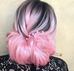 or on this hair color❓💕 What is your favorite hair color?❤ Mention the girl with the most admirable hairstyle you know down below ⤵💓 . Pastel Hair, Pink Hair, Pink And Black Hair, Hair Creations, Coloured Hair, Hair Highlights, Black Hair Pink Highlights, Mermaid Hair, Dream Hair