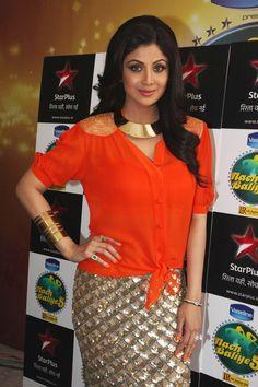 Shilpa Shetty on The Set of Nach-Baliye With Deepika Padukone.