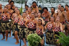 Kapa haka - or traditional Maori performing arts - forms a powerful and highly visual part of the New Zealand cultural experience. indigenous maori culture, new zealand maori culture, maori dance, Maori People, Indigenous Tribes, Cultural Experience, Aboriginal Art, Art Forms, New Art, New Zealand, Culture, Traditional