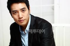 Joo Sang Wook-You handsome devil, you! Loved TEN! Hated Feast of the Gods but loved his presence but Giant? Phenomenal acting!