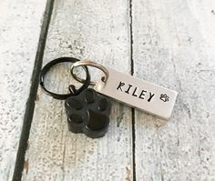 New cheap pet gift uploaded at SketchGrowl: Hand Stamped Dog Memorial Keychain Cheap Dog Tags, Cheap Pets, Pet Memorial Jewelry, Dog Memorial, Gifts For Pet Lovers, Pet Gifts, Dog Lovers, Cat Jewelry, Unique Jewelry