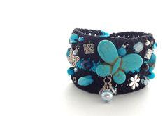 """Gestrickte armbänder mit verschiedenen Steine und Charms. verschiedene Farben, verschiedene motive... einfach """"einzigartig"""""""