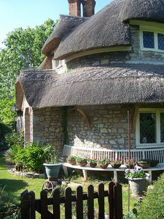 Blaise Hamlet Cottage in Bristol, England. I'm in love with the thatched roof. Storybook Homes, Storybook Cottage, English Country Cottages, English Countryside, Beautiful World, Beautiful Homes, Beautiful Places, Cute Cottage, Cottage Style