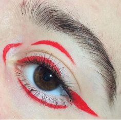 red graphic eyeliner make up look