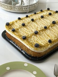 Summer Dessert with Lemon Poppy Source by Turkish Recipes, Italian Recipes, Turkish Sweets, Cheesecake Brownies, Eclair, Fresh Fruits And Vegetables, Lemon Desserts, Food And Drink, Cooking