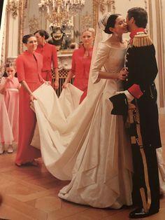 Crown Prince Frederik and Crown Princess Mary of Denmark's royal wedding Crown Princess Mary, Prince And Princess, Princess Diana Wedding, Royal Wedding Gowns, Royal Weddings, Wedding Dresses, Denmark Royal Family, Danish Royal Family, Princesa Mary