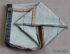 Yesterday I quickly sewed two small mini-utensils from my old jeans (I already had one of my son& pants here . Artisanats Denim, Denim And Lace, Diy Jeans, Street Style Jeans, Sewing Hacks, Sewing Crafts, Little Nice Things, Jean Diy, Towel Crafts