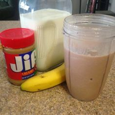 Ovaltine, Banana and Peanut butter breakfast smoothie, fast and delicious! Diabetic Smoothies, Low Carb Smoothies, Smoothie Drinks, Smoothie Recipes, Peanut Butter Breakfast, Chocolate Peanut Butter Smoothie, Peanut Butter Banana, Breastfeeding Smoothie, Breastfeeding Foods