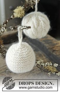 "DROPS Christmas: Knitted DROPS Christmas ball with cables or in garter st in ""Lima"" and ""Kid-Silk"". ~ DROPS Design"