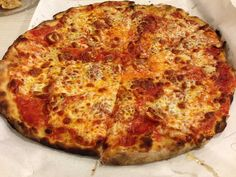 The iconic New Haven pizza place is reportedly opening a location in a Maryland mall. New Haven Pizza, New Pizza, Good Pizza, Clam Pizza, Bacon Pizza, Brick Oven Pizza, Wood Fired Pizza, History Of Pizza