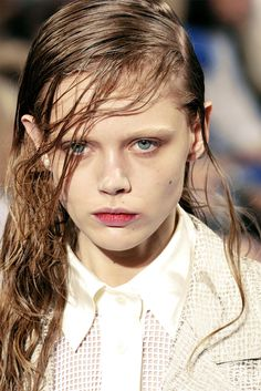 Frida Gustavsson @ Jonathan Saunders S/S 2010 Free Samples For Women, Q Hair, Frida Gustavsson, High Hair, Jonathan Saunders, Fashion Photography Poses, Model Face, Wet Look, Queen