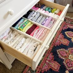 Ideas to inspire you for organising kids wardrobes, clever solutions that you can implement yourself.