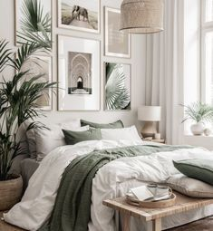 Green Rooms, Bedroom Green, Room Ideas Bedroom, Bedroom Wall, Home Decor Bedroom, Gallery Wall Bedroom, Beige Walls Bedroom, Beige Bedrooms, Bedroom Posters