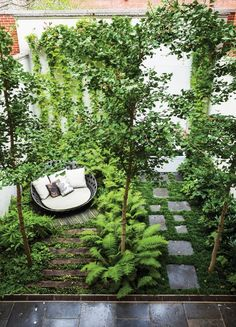 Five of the best small residential gardens | Carnegie Hill garden by Nelson Byrd Woltz | www.daisylovesdes...