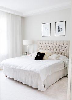 Bedside tables & lamps Zarro / Bedlinen Balmuir / Carpet VM Carpet Pidin lupaukseni, nimittäin hoidin makkarin kuntoon jouluun mennessä. Kodin keskeneräisyys on aina vaivannut hiukan takaraivossa, joten voitte vain kuvitella mikä fiilis oli kun sai yöpöydät ja valaisimet paikoilleen! Toki vielä pientä hienosäätöä (rahi, nojatuoli jne.) on, mutta nyt on tärkeimmät makkarin huonekalut paikallaan. Oli... View Article