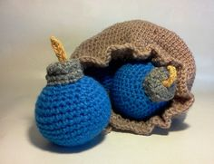 """Zelda Bomb Bag and 3 Blue Bombs."" (etsy for sale zelda bomb crochet) sglrpick Crochet Game, Crochet Toys, Knit Crochet, Crochet Crafts, Geek Crafts, Yarn Crafts, Diy Zelda Crafts, Crochet Animals, Legend Of Zelda"