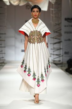 Best African Dresses, African Traditional Dresses, Traditional Fashion, Off White Dresses, Emo Dresses, Fashion Dresses, Party Dresses, Ethnic Fashion, Lolita Fashion