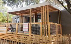 Pour 6 personnes, ce nouveau mobil-home est ultra confortable et trendy. Avec une terrasse spacieuse et ombragée.