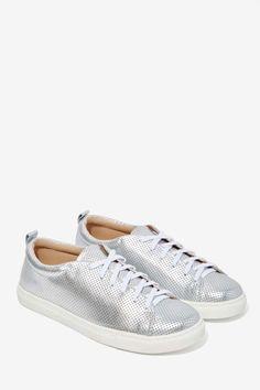 Dolce Vita Oriel Metallic Leather Sneakers//