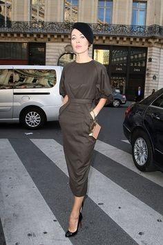 Ulyana Sergeenko, em Paris. http://www.vogue.xl.pt/estilo/look-do-dia/5247-look-do-dia-tr%C3%A8s-chic.html#