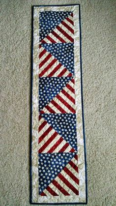 Holiday Fabric Crafts Table Runners - 17 DIY Quilted Table Runner Ideas For All Year Round. Blue Quilts, Small Quilts, Mini Quilts, Patriotic Quilts, Patriotic Crafts, Flag Quilt, Quilt Blocks, Table Runner And Placemats, Quilted Table Runners
