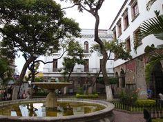*FUENTE DEL TEMPLO DE SAN AGUSTÍN: Construido en 1573, en el claustro anexo que sobrevive está la Escuela de Música de la Universidad de Guadalajara./*SAN AGUSTIN CHURCH'S FONT: Built in 1573, Annex cloister survives is the School of Music at the University of Guadalajara./* FONTAINE DE L'ÉGLISE DE SAN AGUSTIN: Construit en 1573, l'annexe cloître survit est l'École de musique de l'Université de #Guadalajara. Jalisco, #Mexico / #Mexique.