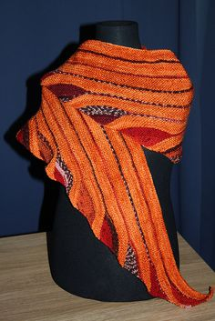 Ravelry: Good Vibrations pattern by SaBine Vogelpoth - Stricken Baby Sachen Knitting Short Rows, Easy Knitting, Shawl Patterns, Knitting Patterns, Easy Knit Hat, Ravelry, How To Make Scarf, How To Purl Knit, Textiles