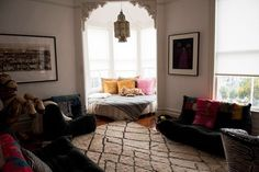 exactly how i always envisioned my bed if i could ever get one of those beautiful victorian studios in the haight :)
