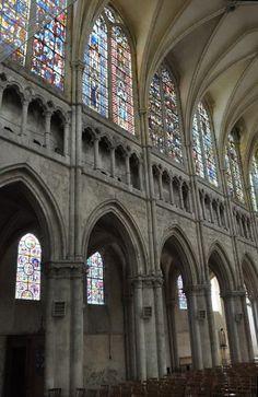 Élévations dans la nef Chartres - Eure et Loir Ville France, Chapelle, Gothic Architecture, Barcelona Cathedral, Catholic, Glass Art, Germany, Italy, Palaces
