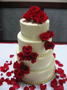 red roses, wedding cake wedding-in-red