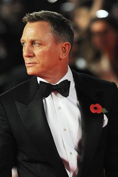 Pin for Later: James Bond Himself Does Not Disappoint at the Royal Premiere of Spectre Craig Bond, Daniel Craig James Bond, Rachel Weisz, Daniel Craig Spectre, Last Action Hero, Daniel Graig, Best Bond, James Bond Movies, Hollywood Actor