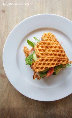 Dette er min store favoritt om dagen: vaffel-sandwich! Jeg elsker brød med pålegg, men prøver å begrense inntaket. Jeg har derfor funnet noen gode erstatninger, for eksempel disse vaflene. Jeg har… Fodmap Breakfast, Low Fodmap, Sandwiches, Lunch, Dishes, Healthy, Ol, Recipes, Lunches