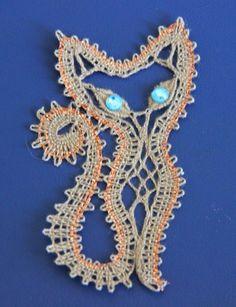 핀터레스트 구경다니는데 눈에 익은 아이가 보인다 . Alena 라는 분이 업로드한 작품인데 스티치 구성이 ... Crochet Applique Patterns Free, Bobbin Lace Patterns, Embroidery Patterns, Lace Heart, Point Lace, Lace Jewelry, Lace Making, Irish Crochet, Crochet Flowers